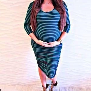 Dresses & Skirts - Ingrid & Isabel 3/4 Sleeve Shirred Maternity Dress